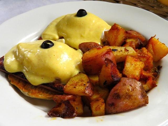 Villa Nueva Eggs Benedict